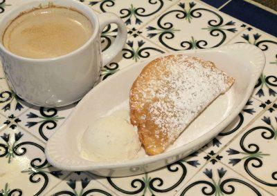 Pastelillo de guayaba y queso & Cafe con leche